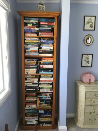 Bookshelf-in-bedroom